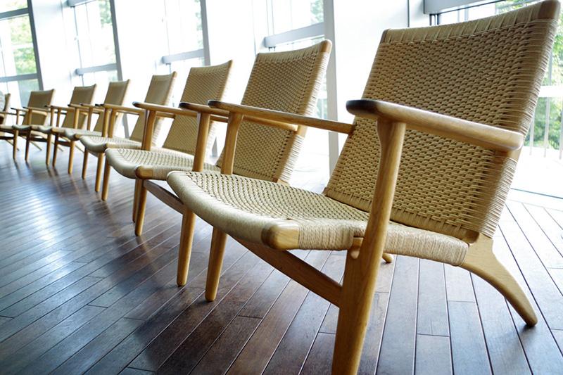 国立新美術館内の椅子の修理