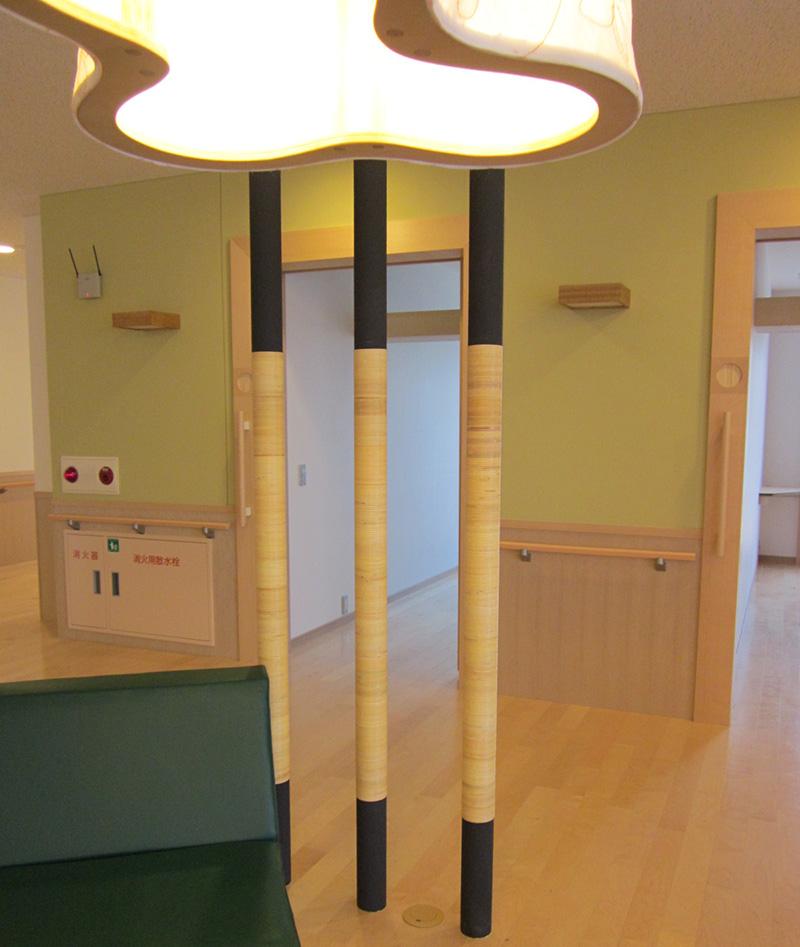 施設内装の籐を用いた装飾加工